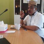 Ketua Dekab Bonebol Halid Tangahu saat di wawancarai media